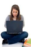 Allievo teenager che lavora al computer portatile Fotografia Stock Libera da Diritti