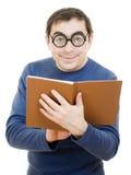 Allievo in vetri che legge un libro Fotografie Stock