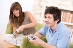 Allievo - video gioco del gioco felice degli adolescenti Immagine Stock Libera da Diritti