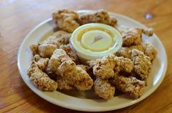 Alligatore fritto, alimento tradizionale del creolo del cajun Fotografia Stock