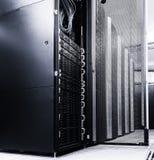 Allinea i supercomputer moderni nel centro dati di calcolo Immagini Stock