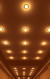 Allinea le lampade sul soffitto Immagine Stock