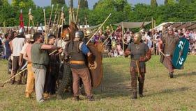 Allineamento celtico dei soldati di Carnic prima della battaglia contro la ROM Immagine Stock