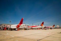 Allineamento degli aeroplani di Avianca all'aeroporto internazionale Fotografia Stock Libera da Diritti