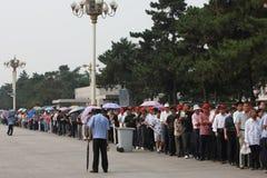 Allineamento degli ospiti per visualizzare Piazza Tiananmen Fotografia Stock