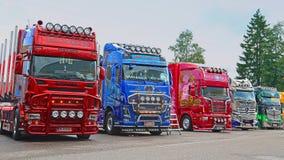 Allineamento dei camion di manifestazione al camion della riva del fiume che si incontra 2015 Immagine Stock