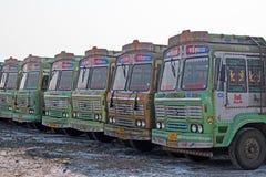 Allineamento dei camion indiani, Gujarat Fotografia Stock