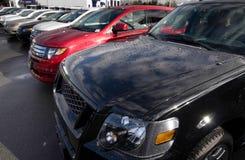 Allineamento delle automobili Fotografia Stock