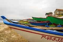 Allineamento delle barche durante l'inverno Immagini Stock Libere da Diritti