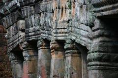 Allineamento delle colonne in un tempiale in Angkor Fotografia Stock