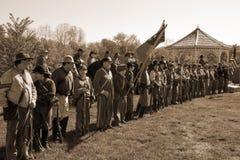 Allineamento ri--enactors della guerra civile per cerimonia di apertura Fotografia Stock Libera da Diritti