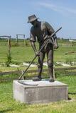 ALLINGAWIER, PAESI BASSI, il 27 giugno 2015: Statua di un falciatore Immagini Stock