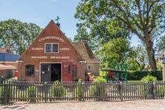 ALLINGAWIER, PAESI BASSI, il 27 giugno 2015: Villaggio olandese antico A Fotografie Stock Libere da Diritti