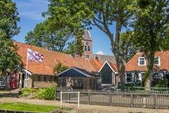 ALLINGAWIER, PAYS-BAS, le 27 juin 2015 : Village néerlandais Allingawier Photo stock