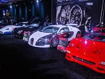Allini delle automobili eccellenti molto veloci su esposizione come pure un bentley nero fotografie stock