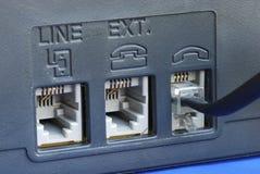 Allini i connettori alla parte posteriore di una macchina di fax Fotografie Stock Libere da Diritti