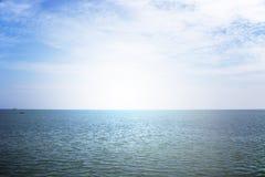 Allini il cielo ed il mare della forma nel giorno cloundy Immagine Stock