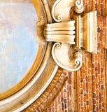 Allini l'estratto chiesa della parete e della finestra del tradate dell'Italia nella vecchia Immagine Stock