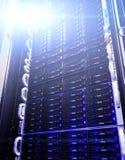 Allini la memoria a dischi nel centro dati con profondità di campo nel tono fresco Fotografie Stock Libere da Diritti