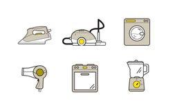 Allini le icone degli elettrodomestici, famiglia che cucina i dispositivi di pulizia Fotografie Stock Libere da Diritti