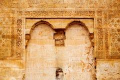 allini nell'estratto del pavimento colorated vecchie mattonelle dell'Africa Immagini Stock