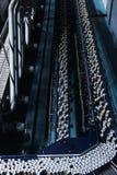 allini nella fabbrica della bevanda, refrigeranti per passare con velocità Vista da sopra Immagini Stock