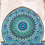 allini nelle vecchie mattonelle del Marocco Africa e nel abst ceramico colorated del pavimento Fotografie Stock