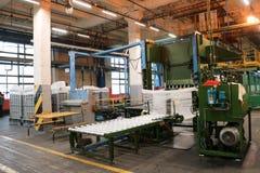 Allini per l'imballaggio e l'imballaggio del prodotto chimico, fibra acrilica bianca artificiale e sintetica ad un prodotto chimi Immagine Stock