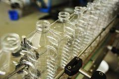 Allini per la produzione delle bottiglie di plastica dell'ANIMALE DOMESTICO Immagini Stock Libere da Diritti