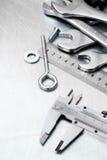Alliper del ¡ di Ð ed altri strumenti sul metallo graffiato Fotografia Stock Libera da Diritti