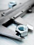 Alliper e dadi del ¡ di Ð sul metallo graffiato Fotografie Stock