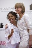 Allison Janney y amigo imagenes de archivo