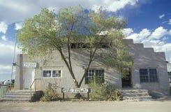 Allmän byggnad på Route 66 Arkivbild