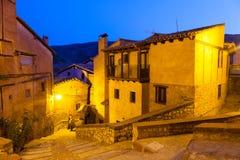 Allmän sikt av Albarracin i afton Arkivfoto