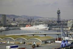 Allmän sikt av Barcelona, Spanien med hamnen i förgrunden. Royaltyfri Bild
