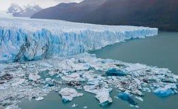 Allmän sikt av Peritoen Moreno Glacier arenaceous Landskap Royaltyfria Bilder
