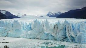 Allmän sikt av Peritoen Moreno Glacier i nationalpark för Los Glaciares i Argentina stock video