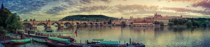 Allmän sikt av Prague historiska mitt och floden Vltava - 1 Royaltyfri Fotografi