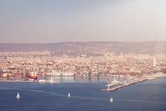 Allmän sikt av Varna, Bulgarien i härlig solig dag royaltyfri fotografi