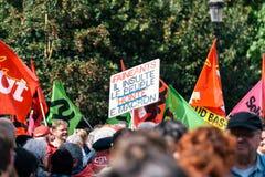Allmänt förbund av Labour den politiska marschen under franska Arkivfoto
