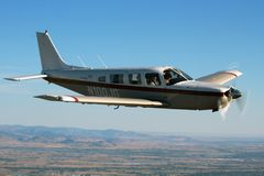 Allmänt flyg - Piper Saratoga Aircraft Royaltyfria Foton