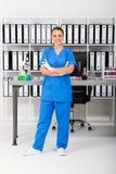 allmäntjänstgörande läkareläkarundersökning arkivfoto
