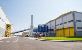 Allmän sikt av en återvinningwate till energi och compostingfabriken Arkivfoto