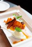 Allo sciroppo cucinato ananas arrostito Fotografia Stock