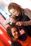 Allo stilista di capelli immagini stock libere da diritti