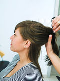 Allo studio dei capelli Fotografie Stock
