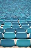 Allocation des places bleue de stade dans les rangées Photographie stock libre de droits