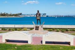 Allocation des places de banc à la première à terre statue dans Coronado, la Californie Photo libre de droits
