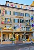 Alloggi con la decorazione di Natale nella città di cattivo Ragaz Fotografia Stock Libera da Diritti