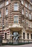 Alloggi con la statua dei atlantes nella regione storica di Odessa Fotografie Stock Libere da Diritti